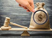 Corruptie in de wetgevende en gerechtelijke processen Vuil geld Het onwettige maken van fondsen Onwettige financieringsbronnen co stock afbeelding