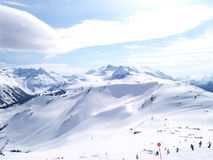 Corsa con gli sci alpina un giorno pieno di sole Fotografia Stock Libera da Diritti