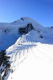 Corsa con gli sci del ghiacciaio Picco di montagna di Allalinhorn, 4.027 m. Le alpi, Svizzera Immagine Stock