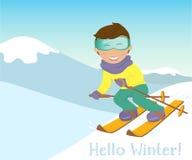 Corsa con gli sci del ragazzo e della ragazza nelle montagne Immagini Stock