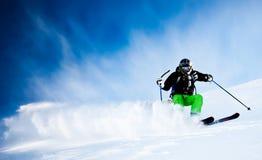 Corsa con gli sci dell'uomo Immagini Stock
