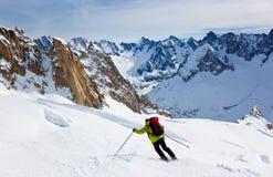 Corsa con gli sci dell'uomo Immagini Stock Libere da Diritti