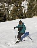 Corsa con gli sci dell'uomo a Lake Tahoe Resor fotografie stock libere da diritti