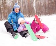 Corsa con gli sci della figlia e della madre Fotografia Stock