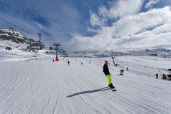 Corsa con gli sci della montagna - ` Aosta, Cervinia dell'Italia, Valle d Fotografie Stock
