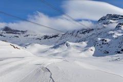 Corsa con gli sci della montagna - ` Aosta, Cervinia dell'Italia, Valle d Immagini Stock Libere da Diritti