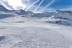 Corsa con gli sci della montagna - ` Aosta, Cervinia dell'Italia, Valle d Fotografia Stock