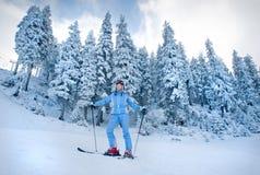 Corsa con gli sci della neve Immagini Stock