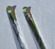 Corsa con gli sci della neve della polvere fotografia stock