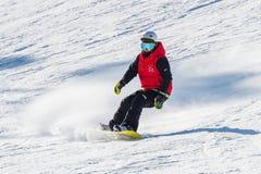Corsa con gli sci dello sciatore su Deogyusan Ski Resort Immagini Stock