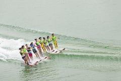 Corsa con gli sci di acqua delle donne Immagini Stock