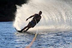 Corsa con gli sci di acqua nel parker Arizona Immagini Stock