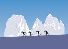 Corsa con gli sci nordica nelle montagne Fotografie Stock Libere da Diritti