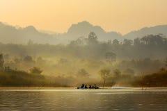 Corsa dal fiume. immagini stock