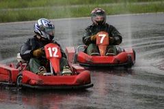 Corsa dei go-kart in pioggia immagini stock libere da diritti
