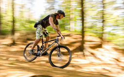Corsa del mountain bike Fotografie Stock