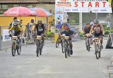 Corsa della bici di montagna immagine stock libera da diritti
