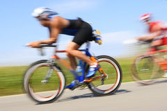Corsa della bicicletta, sfuocatura di movimento fotografie stock libere da diritti