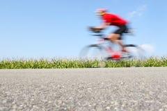 Corsa della bicicletta, sfuocatura di movimento fotografia stock