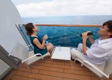 Corsa della donna e dell'uomo sulla nave Immagine Stock Libera da Diritti