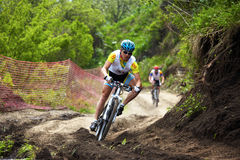 corsa della montagna della traversa del paese della bici Fotografie Stock Libere da Diritti