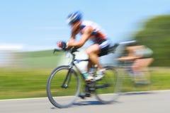 Corsa delle biciclette, sfuocatura di movimento fotografie stock libere da diritti