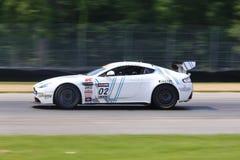 Corsa di Aston Martin Fotografia Stock Libera da Diritti
