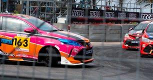 Corsa di automobile di Toyota sulla pista in Bangsaen Grand Prix 2018 vicino alla spiaggia di Bangsaen in Tailandia fotografia stock