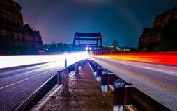 Corsa di automobili del ponte di Pennybacker 360 vicino Fotografia Stock