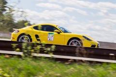 Corsa di automobili dell'autodromo immagini stock