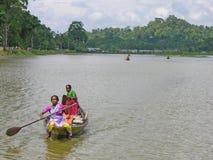 Corsa di barca rurale delle donne Fotografia Stock