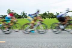 Corsa di bicicletta di moto Fotografie Stock Libere da Diritti