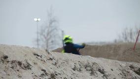 Corsa di motocross sui motocicli video d archivio