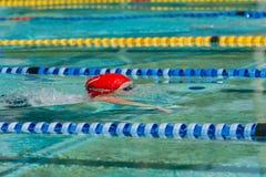 Corsa di nuotata della ragazza Fotografia Stock Libera da Diritti