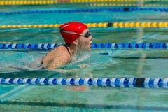 Corsa di nuotata della ragazza Fotografia Stock