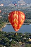 Corsa di volo del pilota dell'aerostato di aria calda Fotografia Stock Libera da Diritti