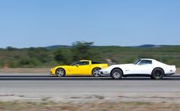 Corsa fra due sportcars in una linea retta Fotografia Stock