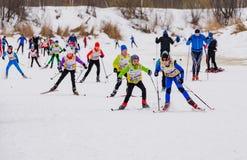 Corsa maratona 2017 del ` s dei bambini dello sci di Nikolov Perevoz Russialoppet Fotografia Stock