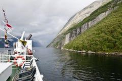 Corsa su un Lysefjord fotografia stock