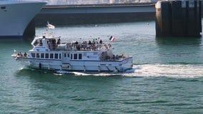 Corsaire de Dinard Ferry che arriva a Saint Malo archivi video