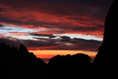 corse可西嘉岛gr20山红色天空线索 免版税库存图片