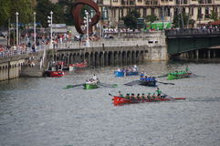 Corse di imbarcazione a remi a Bilbao Fotografie Stock Libere da Diritti