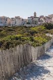Corsica, Bonifacio, linia horyzontu, cytadela, stara grodzka cieśnina Bonifacio, Śródziemnomorska, wapień, faleza, skały, Bouches Fotografia Stock