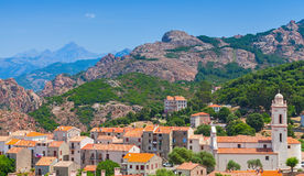 Corsicaans dorpslandschap, oude het leven huizen Stock Foto's
