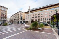 Corso朱塞佩Garibaldi在帕多瓦,意大利在秋天日 库存照片