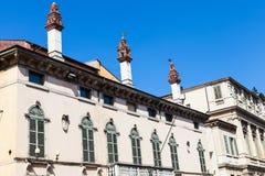 Corso的Cavour装饰的都市房子在维罗纳 免版税库存图片