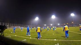Corso di formazione della squadra di football americano del cittadino dell'Ucraina stock footage