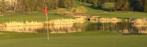Corso verde di golf che Golfing BC Fotografie Stock Libere da Diritti