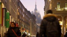 Corso Vittorio Emanuele em Milão vídeos de arquivo