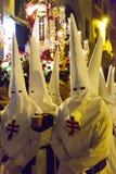 Cortège de soirée pendant la semaine sainte à Murcie Image stock